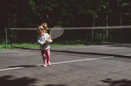 kelly-sikkema-WRByZhruW6o-unsplash girl with racket