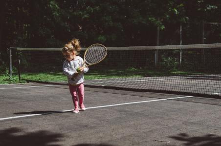 kelly-sikkema-WRByZhruW6o-unsplash girl with racket