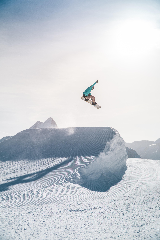 felipe-giacometti-4i5ToPi4K_c-unsplash snowboard